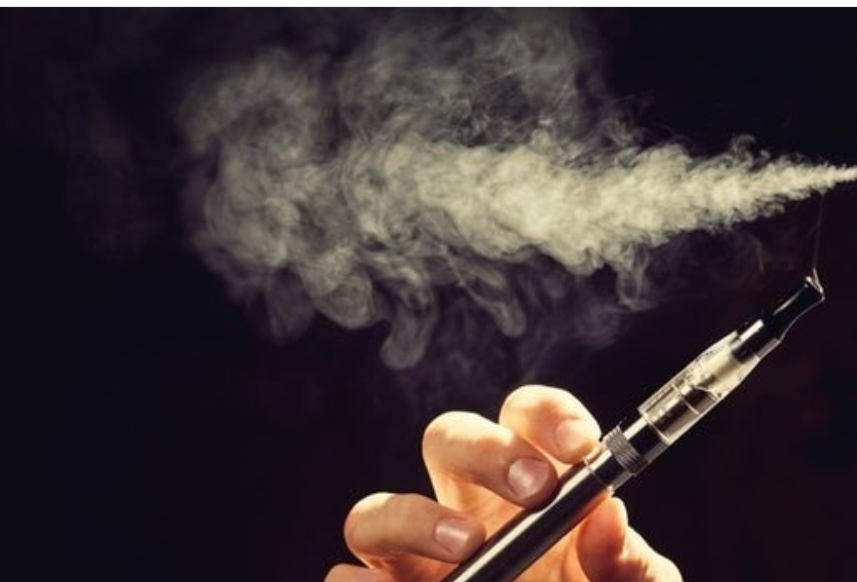 معرفی پیامدهای منفی استعمال سیگار برقی
