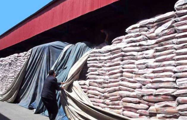 عرضه هزاران تن برنج، نخ و کاغذ احتکار شده در بازار