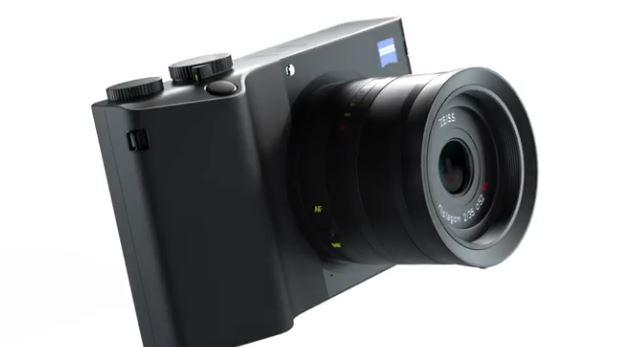 نمایی از دوربین فول فریم زایس ZX1 + فیلم