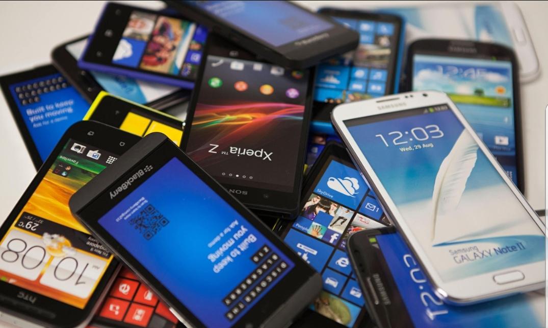 تزریق گوشی های احتکار شده به بازار؛ مُسکنی چندروزه/ گوشی ارزان نمی شود