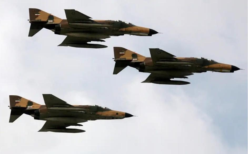 برگزاری رژه مشترک هوایی ارتش و سپاه در آبهای خلیج فارس