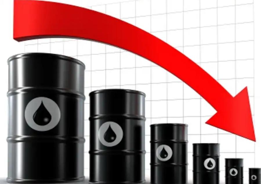 سقوط قیمت نفت با افزایش بی سابقه ذخایر آمریکا