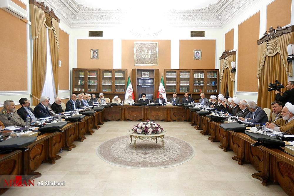 مصوبه جدید مجمع تشخیص درباره شغل اعضای شورای نگهبان