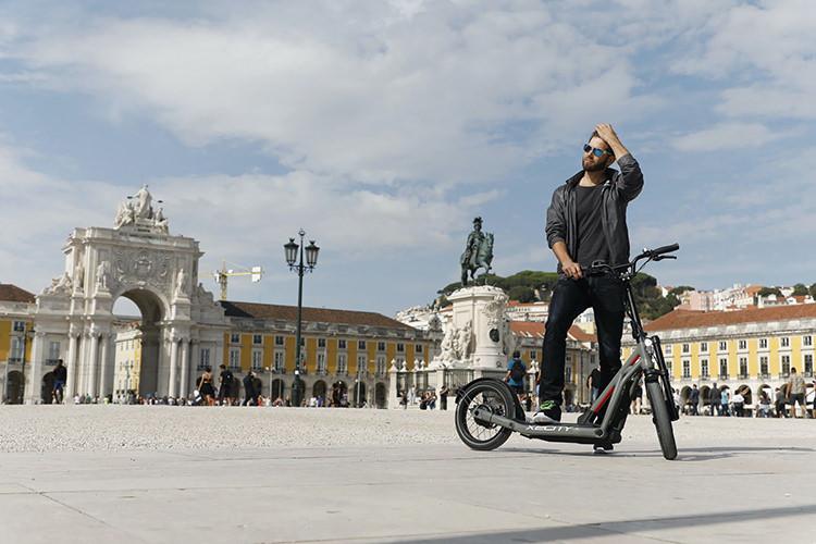 BMW electric scooter X2City / بی ام و اسکوتر برقی