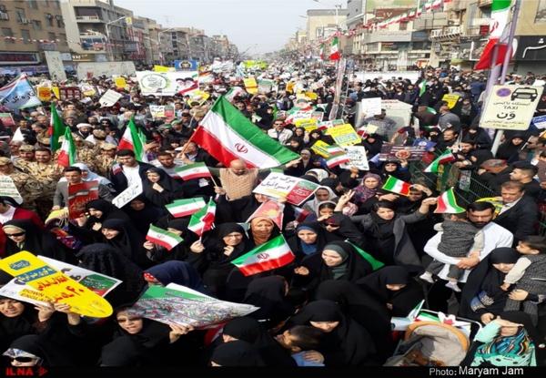 مراجعه ۲۹۷ نفر به اورژانس در راهپیمایی ۲۲ بهمن/ انتقال ۱۶ نفر به بیمارستان