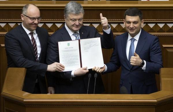 تعهد اوکراین به پیوستن به اتحادیه اروپا و ناتو رسمی شد