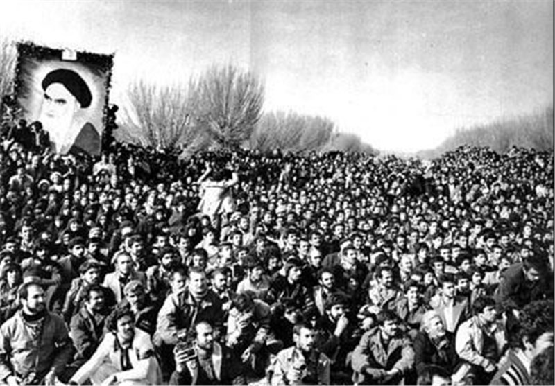 یکی از دستاوردهای انقلاب اسلامی احیای دین بود/اگر دشمنی ها نبود دستاوردهای علمی ، صنعتی ونظامی ما می توانست فراتر باشد