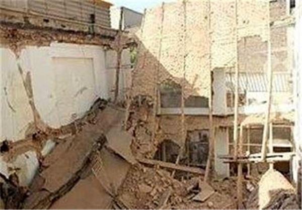 مصدومیت ۸ کارگر بر اثر ریزش آوار در یک ساختمان قدیمی