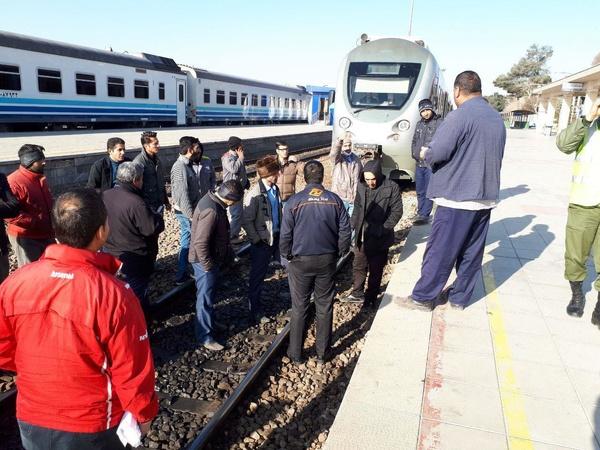 تجمع اعتراضی کارگران نگهداری ازخطوط راهآهن کرج