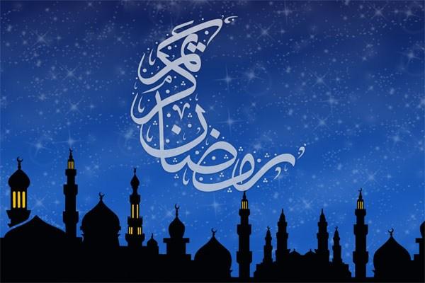 روزهداران افطار نخستین روز از ماه مبارک رمضان سوره انا انزلناه بخوانند