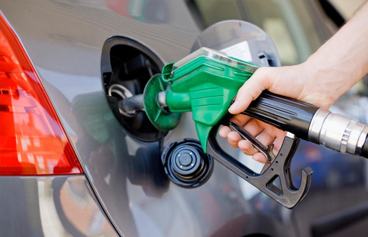 احتمال بسیار از این هفته سهمیهبندی سوخت اجرا میشود/ قیمتگذاریها هنوز قطعی نشده/ تصمیم سران قوا در راستای کاهش مصرف و جلوگیری از قاچاق سوخت است/ احتمالا بنزین آزاد ۲ هزار و ۵۰۰ تومان تعیین میشود