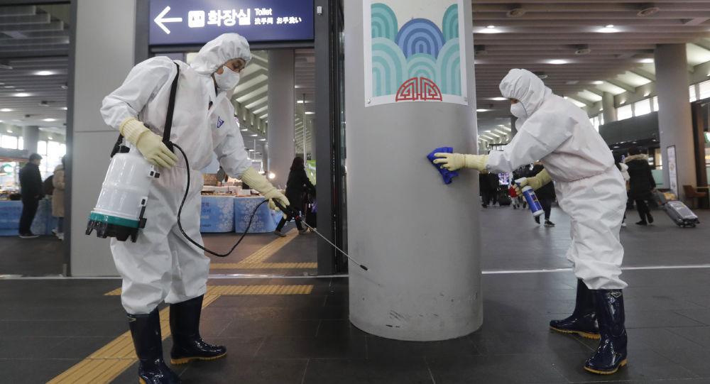 معاینه مسافران پروازهای چین به ایران برای پیشگیری از ورود ویروس کرونا