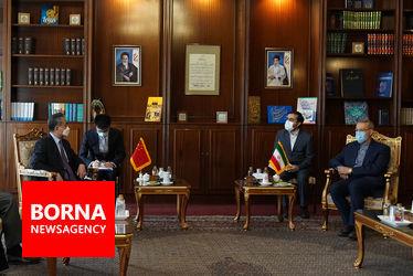 نخستین دیدار وزیر خارجه چین با علی لاریجانی مسوول پیگیری قرارداد ۲۵ ساله ایران و چین