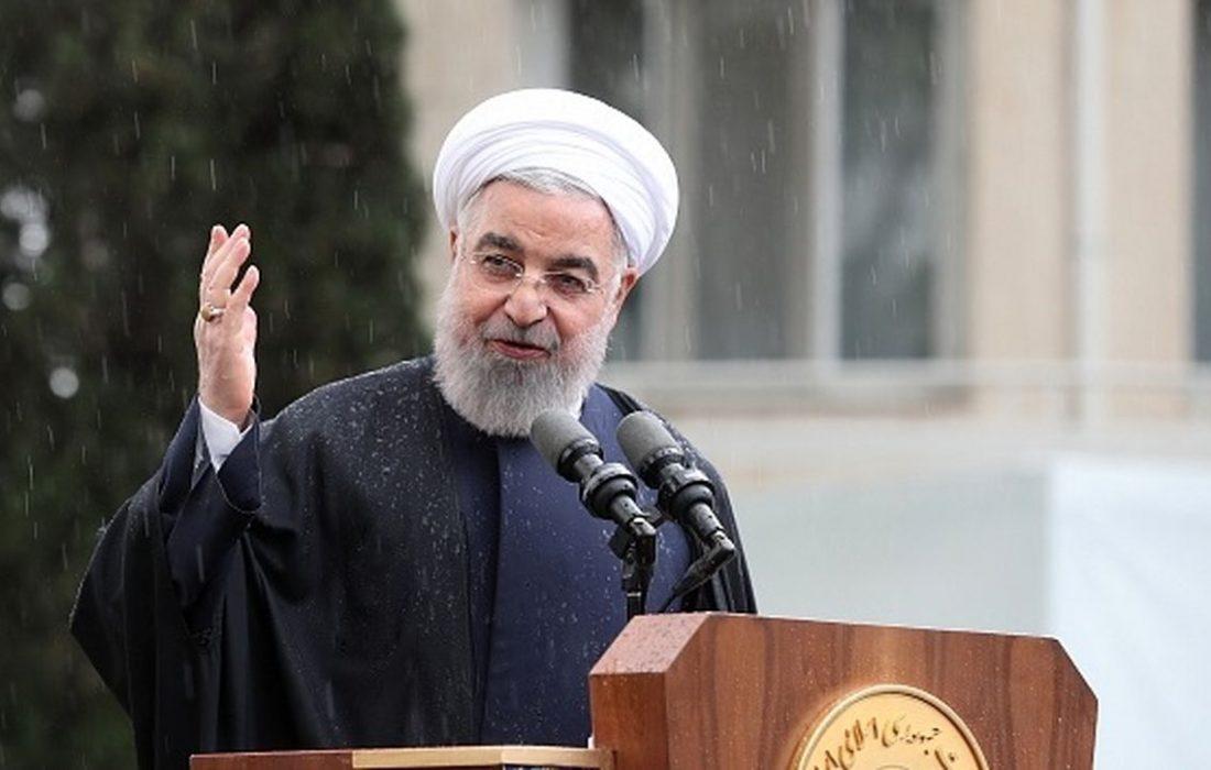 روحانی : هر کس مانع برداشتن تحریم شود، خیانت می کند/سنگ اندازان توبه کنند