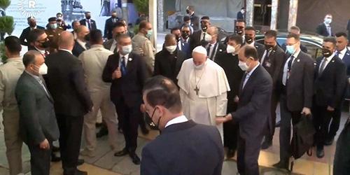 نخستین تصاویر از ورود پاپ فرانسیس به منزل آیتالله سیستانی