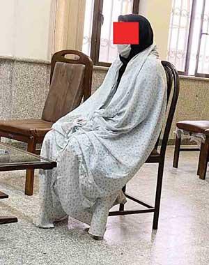 پخش شیرینی بعد از قتل اعضای خانواده/ عکس