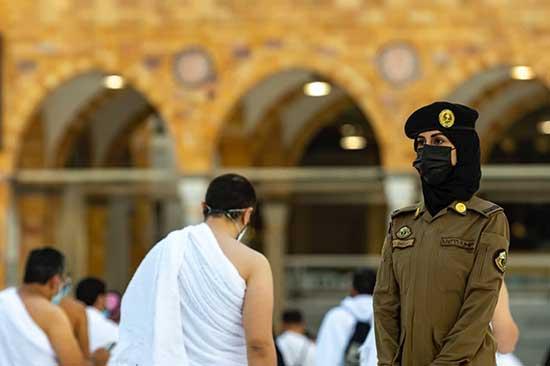تصاویر اولین حضور پلیس زن در مسجدالحرام