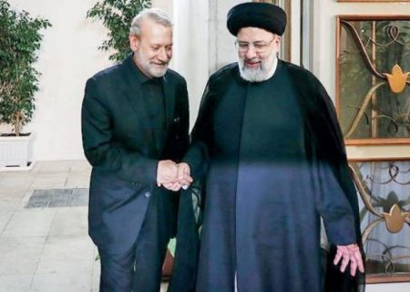 رویترز: رقابت بین رئیسی و لاریجانی است