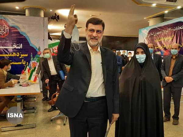 نایب رئیس مجلس با حضور دخترش در انتخابات ثبتنام کرد/ عکس