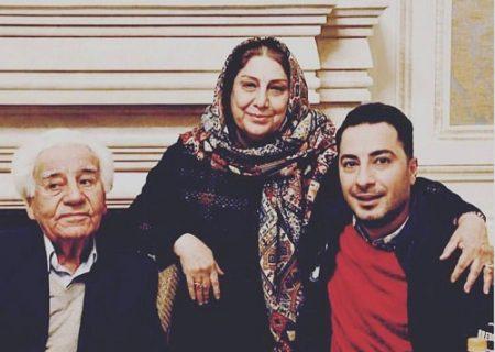 نوید محمدزاده در کنار پدر و مادرش