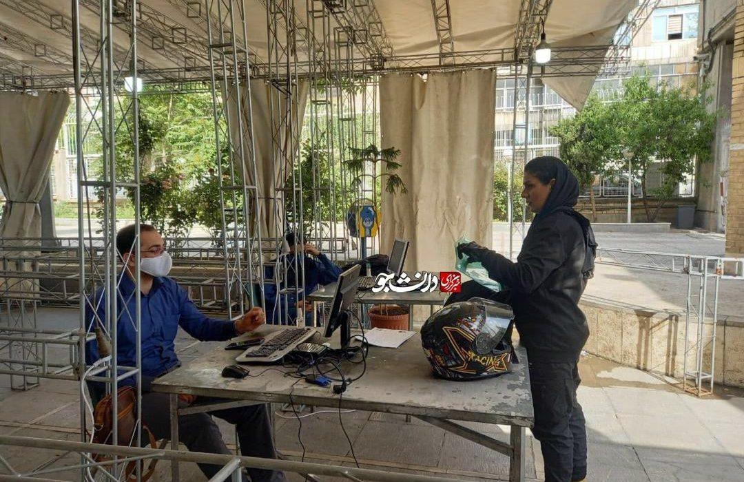 ثبت نام زن موتورسوار در انتخابات ریاست جمهوری/ عکس