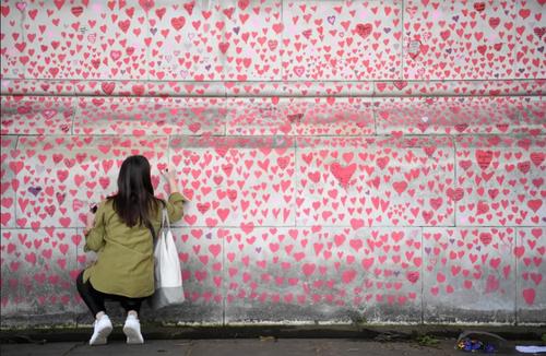 دیوار یادبود ملی کووید۱۹ در لندن