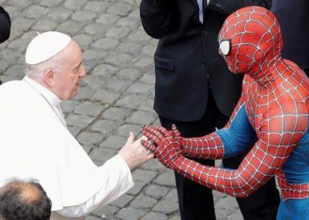 دیدار پاپ فرانسیس با مرد عنکبوتی/عکس