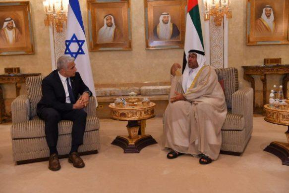 وزیر خارجه اسرائیل وارد امارات شد/ افتتاح سفارت در ابوظبی و کنسولگری در دوبی