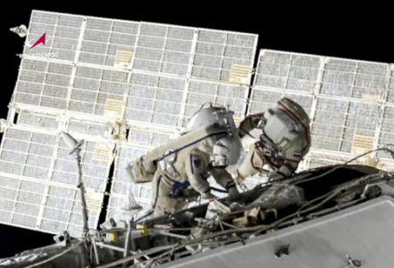 راهپیمایی برای تعویض باتری ایستگاه فضایی بین المللی/ عکس