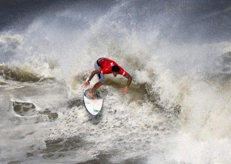 تصویر منتخب AFP از مسابقات موج سواری