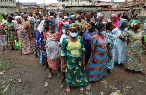 صف توزیع غذای رایگان نیجریه/ عکس