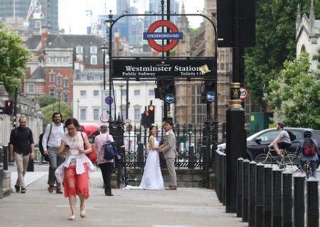 یک عروس و داماد در خیابان های لندن/عکس