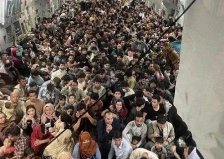 تصویرى از داخل هواپیماى جنجالى فرودگاه کابل : ۶۴٠ نفر