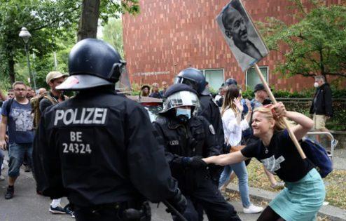 اعتراضات در برلین علیه محدودیت های کرونایی/ عکس