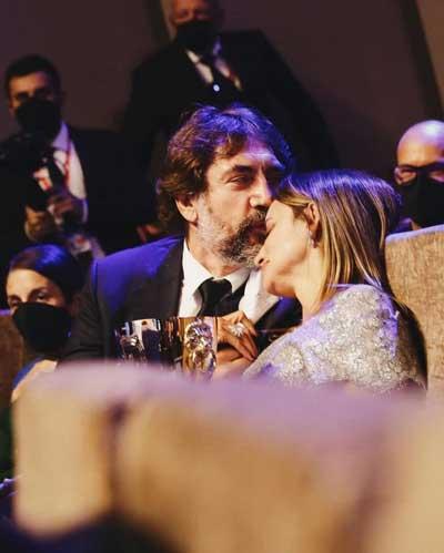 عاشقانه زوج معروف سینما بعد از دریافت جایزه /عکس