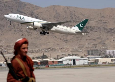 نخستین پرواز خارجی در دوره طالبان/ عکس