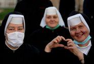 عشقولانه راهبه های کاتولیک برای پاپ / عکس