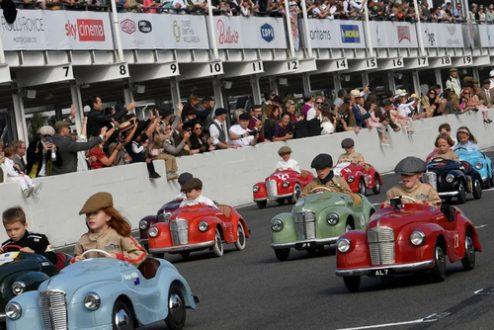 مسابقه خودروهای پدالی کودکان در انگلستان/ عکس