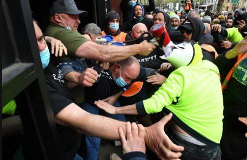 تجمع کارگران استرالیایی در اعتراض به اجباری شدن واکسن کرونا / عکس