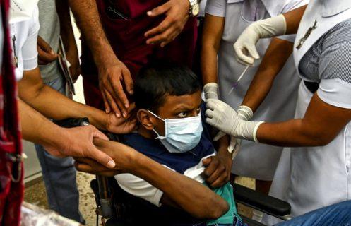 تصویر جالب از واکسیناسیون نوجوانان در شهر کلمبو/ عکس