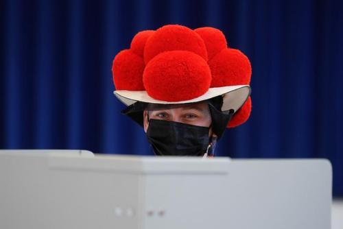 پوشش جالب شهروند آلمانی در انتخابات/ عکس