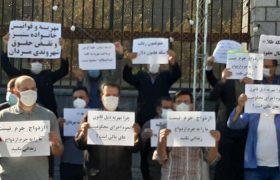 تجمع مردان مخالف پرداخت مهریه مقابل مجلس