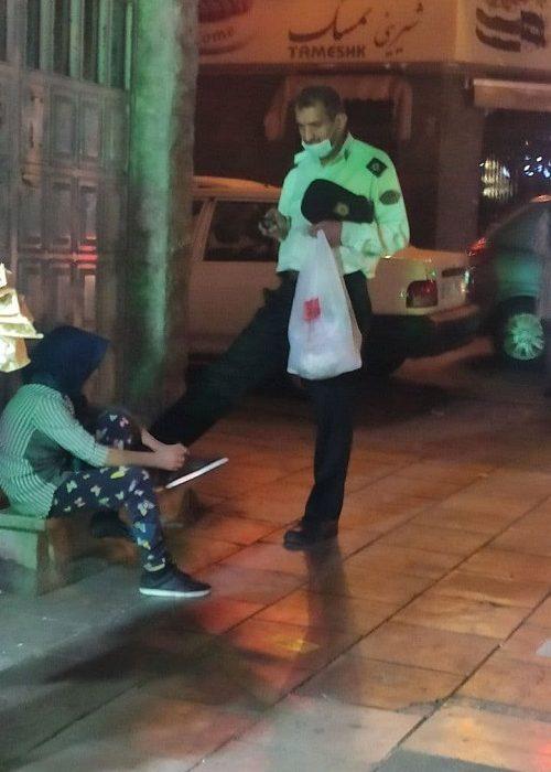 برخورد زیبای افسر پلیس با دختر کودک کار / عکس