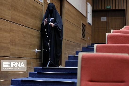 پوشش متفاوت فیلمبردار زن در نشست معاون رئیس جمهور