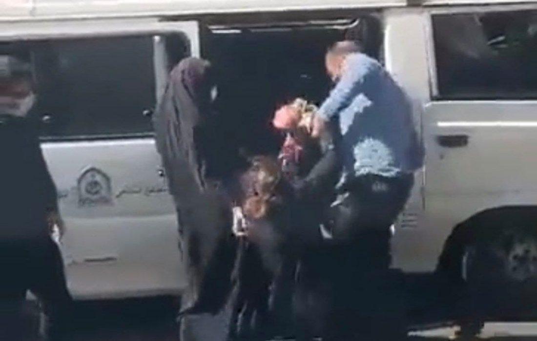واکنش عمومی به برخورد خشن مامور گشت ارشاد با یک زن/ با پلیس متخلف چه باید کرد؟