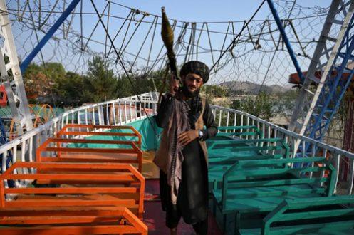 نیروهای طالبان با آر پی جی در مراکز تفریحی کابل/عکس