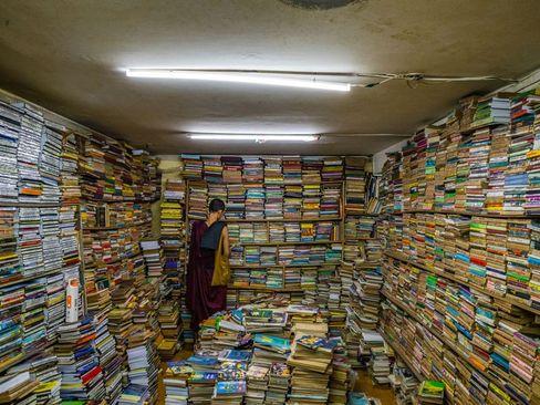 یک کتاب فروشی در میانمار/ عکس