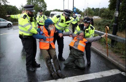برخورد پلیس لندن با معترضان به تغییرات اقلیمی/ عکس