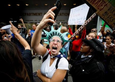 تظاهرات معلمان واکسن گریز /عکس