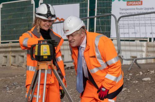 بازدید نخست وزیر انگلیس از یک پروژه راه سازی منچستر/ عکس